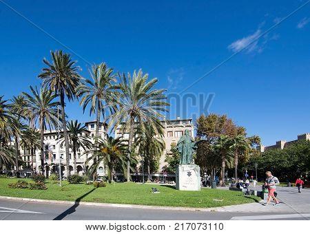 MALLORCA, BALEARIC ISLANDS, SPAIN - NOVEMBER 8, 2017: Paseo Maritimo and statue of Ramon Llull on a sunny day in Palma de Mallorca on November 8, 2017 in Mallorca, Balearic islands, Spain.