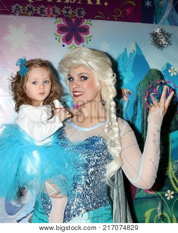 LOS ANGELES - NOV 26:  Elsa Impersonator, Amelie Bailey at the Amelie Bailey 2nd Birthday Party at Private Residence on November 26, 2017 in Studio City, CA