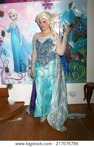 LOS ANGELES - NOV 26:  Elsa Impersonator at the Amelie Bailey 2nd Birthday Party at Private Residence on November 26, 2017 in Studio City, CA