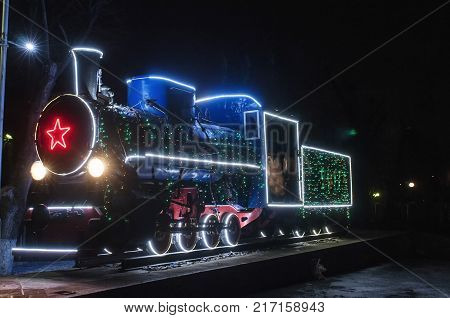 The locomotive , on the pore-powered, decorated with lights, photo night.