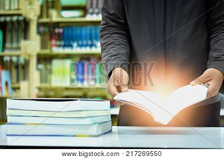 Many books are placed on the library table. Educational Ideas And research.