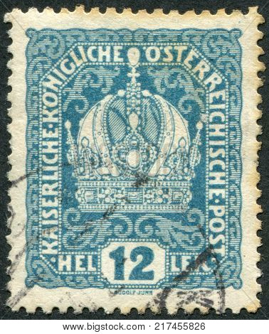 AUSTRIA - CIRCA 1916: A stamp printed in Austria shows the imperial crown circa 1916