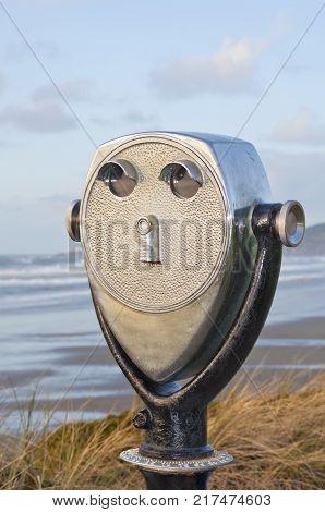 Location viewpoint viewer on pacific northwest coastline overlooking ocean coast in vertical position