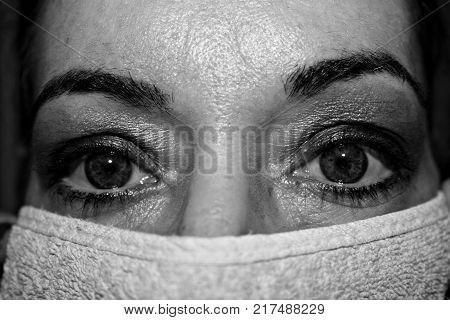 occhi di donna mediterranea in bianco&nero primo piano