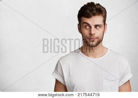 Stupefied Male Model Stares At Camera, Has Puzzled And Shocked Expression, Keeps Mouth Opened, Liste