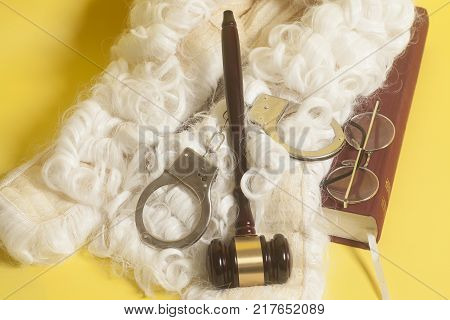 Set For Judge:judge Wig,handclufs, Judge Gavel,book End Eyeglasses