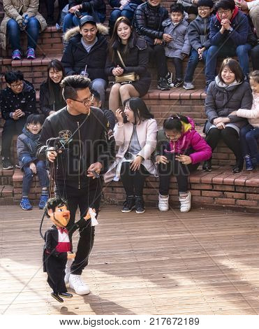 seoul south korea 12th november 2017 puppeteer in live performance sending the audience into laughter
