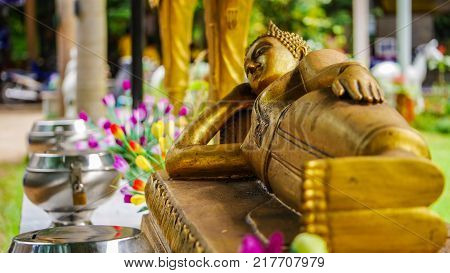 Golden Reclining Buddha Image , Put The Head On A Triangle Pillow. Put One Hand On The Hips , And Th