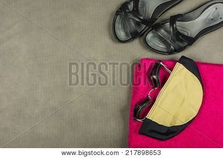 Base equipment for a swimmer at an indoor swimming pool.
