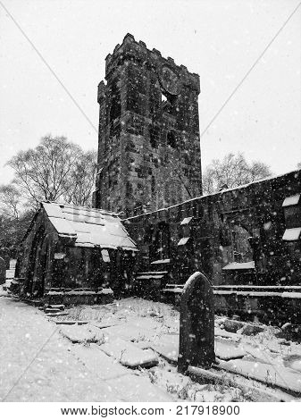 the medieval church in heptonstall in the snow