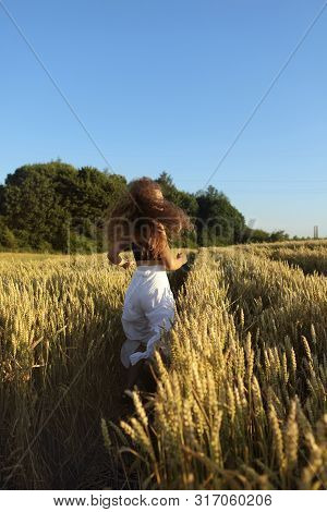 The Pretty Girl With Long Hair In Stylish White Pants And Black Top Running In Rye .stylish Girl.lon