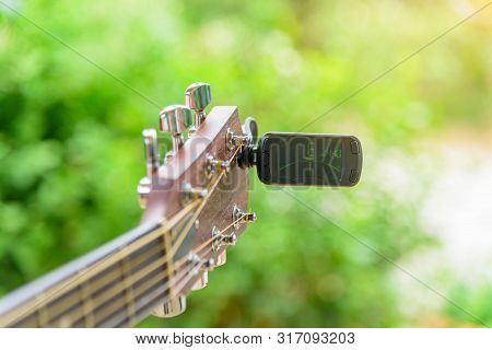 Guitar Tuners Tool / Tuning Guitar Strings Notes