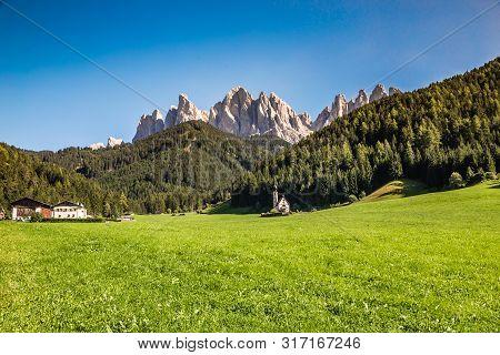 Church Of St. John Of Nepomuk And Geisler (odle) Dolomites Peaks - Santa Maddalena, Val Di Funes, Ty