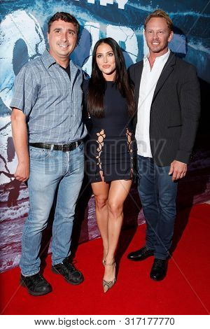 LOS ANGELES - AUG 12: Anthony C Ferrante, Cassie Scerbo, Ian Ziering at the Premiere Of SyFy's