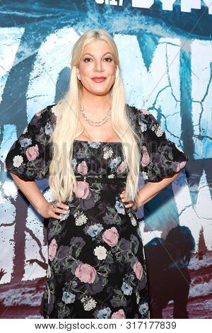 LOS ANGELES - AUG 12: Tori Spelling at the Premiere Of SyFy's