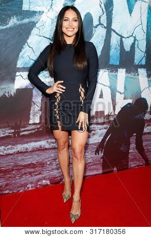 LOS ANGELES - AUG 12: Cassie Scerbo at the Premiere Of SyFy's