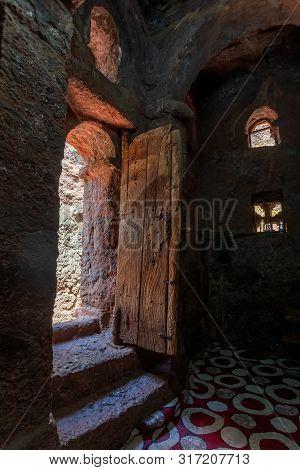 Debre Sina-mikael An Underground Orthodox Monolith Rock-cut Church Located In Lalibela, Ethiopia. Un
