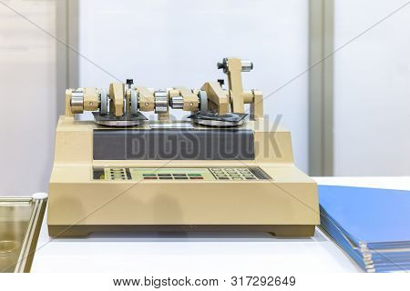 High Technology Abrasion Testing Instruments Rotary Type Of Industrial Laboratory For Assay Material