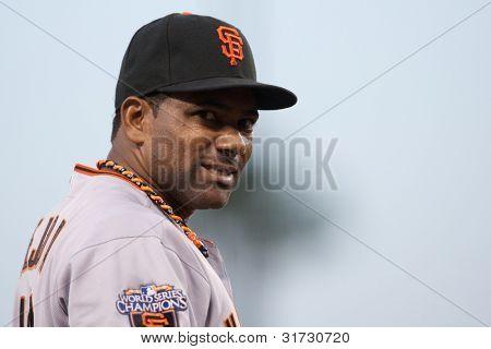 LOS ANGELES - 19 de maio: San Francisco Giants 3B Miguel Tejada #10 durante o jogo da MLB em 19 de maio de 2011 um