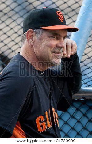 LOS ANGELES - 19 de maio: San Francisco Giants MGR Bruce #15 Bochy durante o jogo da MLB em 19 de maio de 2011 no