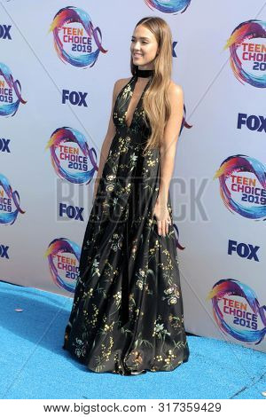 LOS ANGELES - AUG 11:  Jessica Alba at the Teen Choice Awards 2019 at Hermosa Beach on August 11, 2019 in Hermosa Beach, CA