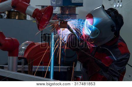 Welder Erecting Technical Steel,industrial Steel Welder In Factory Technical,argon Shielding Results
