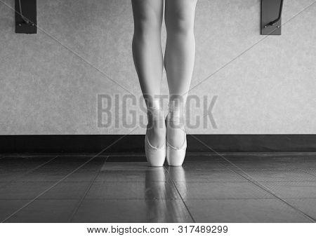 Black and white version of Ballet dancer En pointe in her dance shoes poster