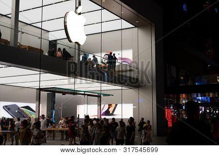 Chengdu China, 4 August 2019 : Apple Store At Sino-ocean Taikoo Li At Night In Chengdu Sichuan China