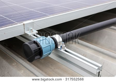 End Cap Of Hdpe Water Pipe For Solar Panel Cleaning On Metal-sheet Roof