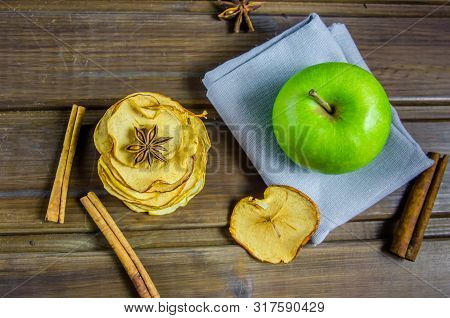 Vegetarian Apple Chips With Cinnamon And Badyan
