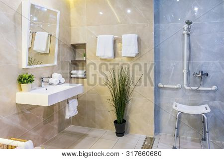 Toilet For The Elderly And The Disabled.it Have Two-sided Handle For Support The Body And Slip Prote