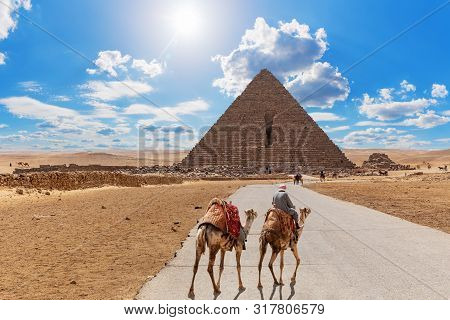 Road To The Pyramid Of Menkaure And The Bedouin With Camels, Giza, Egypt