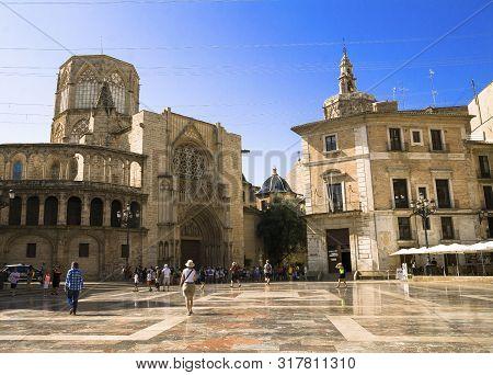 Valencia, Spain - 07/21/2019:basílica De La Virgen De Los Desamparados And Valencia Cathedral. La Se