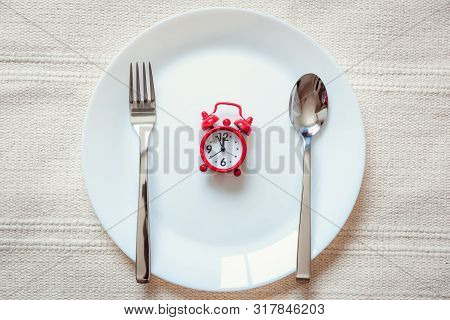 Healthy Eat Meal Time And Reminder Breakfast Concept, Food Timing Cycles For Eating, Red Alarm Clock