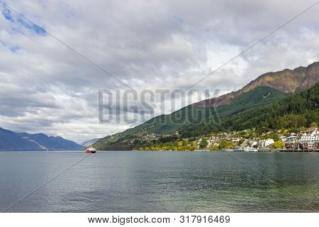 Lakeside Of Wakatipu Lake In Queenstown, Nz