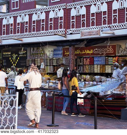 Dubai, Uae - Dec-16 2020 . Tourists Shopping In The Shops Selling Traditional Yemen Food And Spices