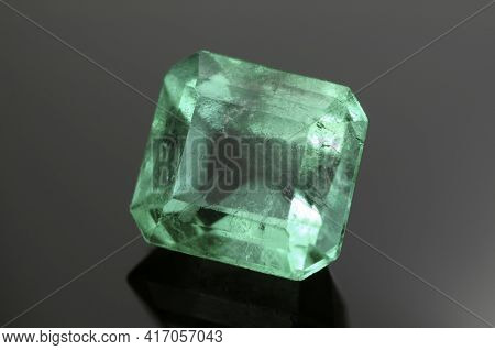 Natural Colombian Green Emerald Square Faceted Precious Gemstone. Oiled, This Is A Kind Of Treatment