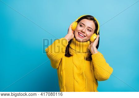 Portrait Of Pretty Cheerful Girl Fan Listening Single Hit Modern Jazz Free Time Isolated Over Vivid
