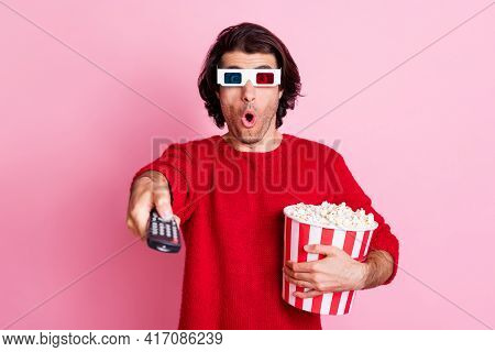 Photo Portrait Of Amazed Man With Popcorn Watching Blockbuster Using Console Wearing 3d Glasses Isol