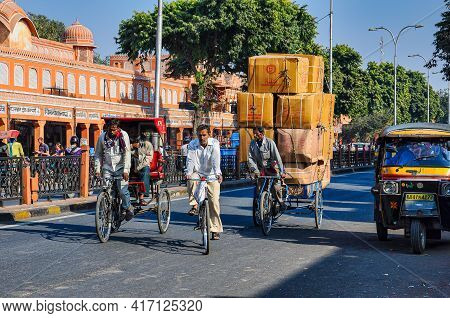 Jaipur, India - Jan 05, 2020: People Living And Working In The Streets Near Amber Fort In Jaipur, In