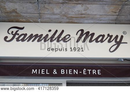 Bordeaux , Aquitaine France - 04 12 2021 : Famille Mary Logo Brand And Text Sign On Bee Boutique Bee