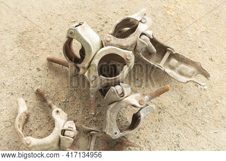 Steel Clamp For Fix With Pip And Scaffolding Galvanized In Construction Area And Swivel Pipe Clamp U