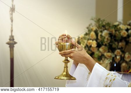 Consecration Of Bread And Wine In The Body And Blood Of Jesus - Sacred Host