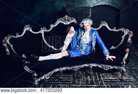 actor dressed as an aristocrat from the eighteenth century wearing a wig