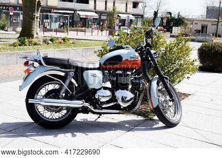 Bordeaux , Aquitaine France - 04 12 2021 : Triumph Bonneville T100 Bonnie Vintage Classic 50 Th Anni