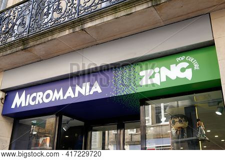 Bordeaux , Aquitaine France - 04 12 2021 : Micromania Zing Logo Brand Shop And Text Sign Of Biggest