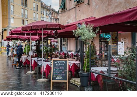 Pisa, Tuscany, Italy - October 2020: Cityscape. Walking Medieval Streets Of The Old City Of Pisa. Op