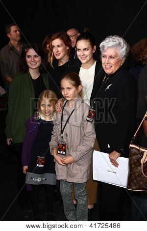 LOS ANGELES - JAN 31: Marlene Willis with granddaughters , Tallulah Belle Willis, Rumer Willis at the 'A Good Day to Die Hard