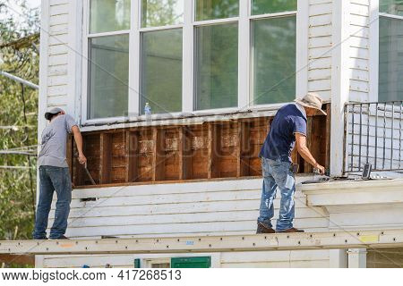 New Orleans, La - August 29: Workers Remove Siding From Old House On August 29, 2020 In New Orleans,