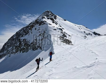 Great Ski Tour On The Fanellhorn With Great Views Of The Surrounding Mountains. Mountaineering In Wi
